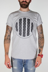 grey horn grill tee